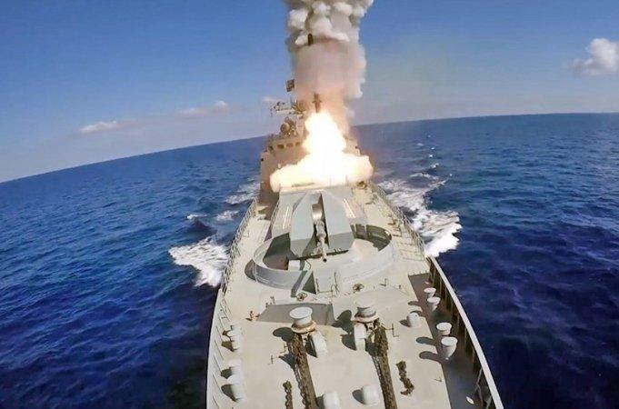 """Российские корабли, вооруженные ракетами """"Калибр"""", будут нести постоянное дежурство в Средиземном море."""