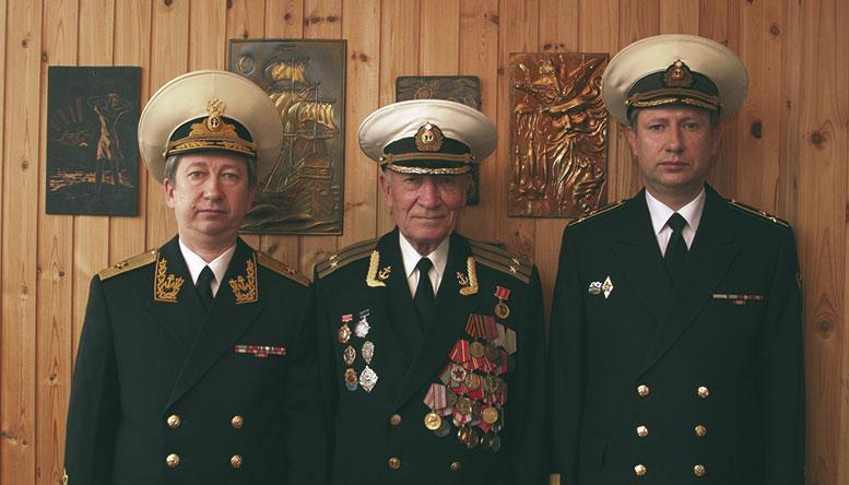 Династия политработников морских частей погранвойск, слева направо: контр-адмирал Алексеенко А.А. (1975), капитан 2 ранга Алексеенко А.А., капитан 1 ранга Алексеенко А.А. (1980)