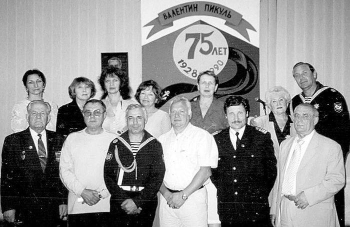 Владивосток, Дом офицеров Тихоокеанского флота. 2003 г.