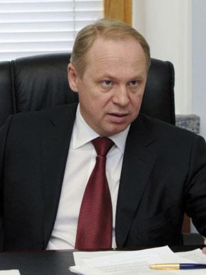 Первый заместитель председателя Комитета по обороне Государственной Думы России пятого созыва Савенко Ю.А. (1985)