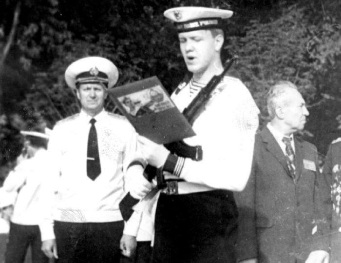 Мой папа Василий Николаевич Ратозий. Торжественный момент. Он курсант КВВМПУ.