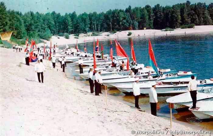 Празднование Дня Военно-Морского Флота в г. Киеве на Трухановом острове.