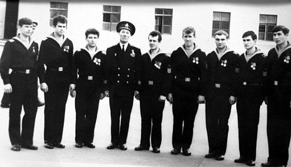 Курсанты 2 роты с командиром роты кап.3 ранга Эбитовым Е.Н.