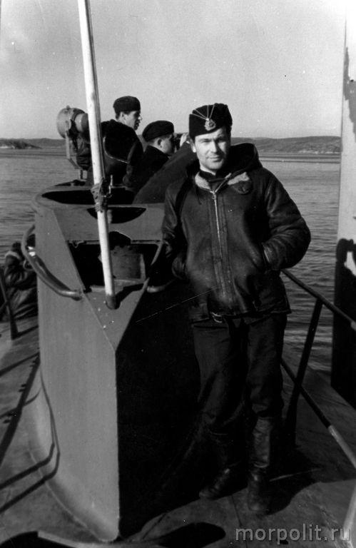 В.П. Некрасов на рубке подводной лодки. Северный флот, 1968 год